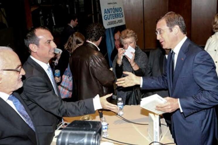 Passos Coelho presente em lançamento de biografia de António Guterres