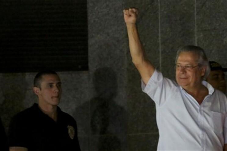 José Dirceu entregou-se à polícia federal