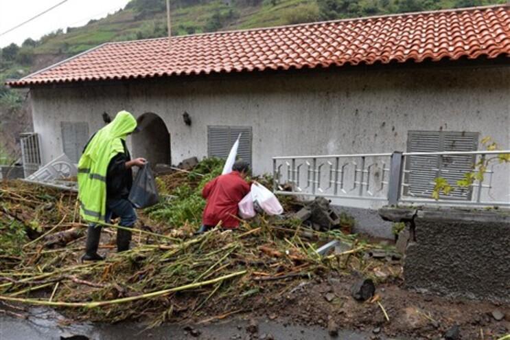 """Fortes chuvas deixam freguesia na Madeira em situação de """"castástrofe"""""""