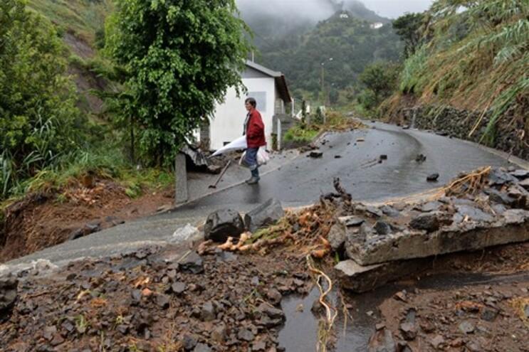 Várias estradas intransitáveis em Santa Cruz, Machico e Santana