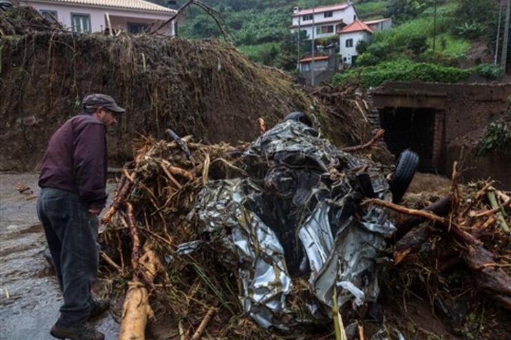 A forte precipitação que caiu na madrugada de sexta-feira na Madeira afetou sobretudo as freguesias do
