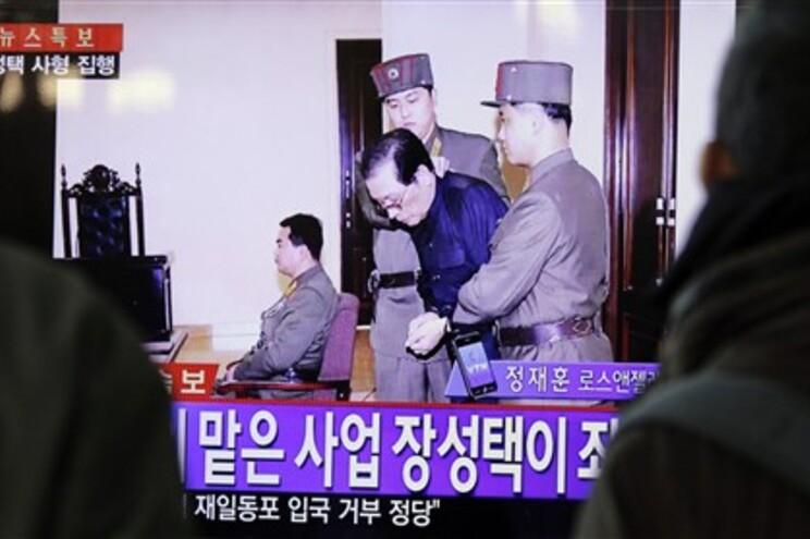 Jang Song-Thaek durante a audiência em tribunal marcial, que o condenou à morte, na quarta-feira. Foi