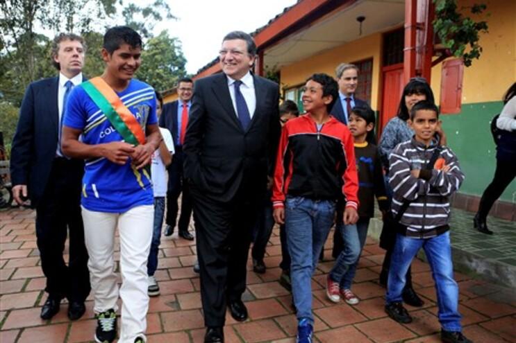 Durão Barroso com jovens em Bogotá, Colômbia