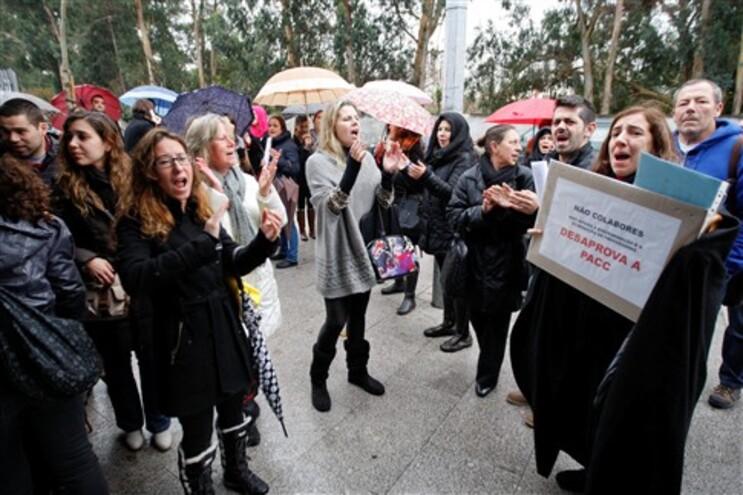 Professores protestaram em dia de prova de avaliação