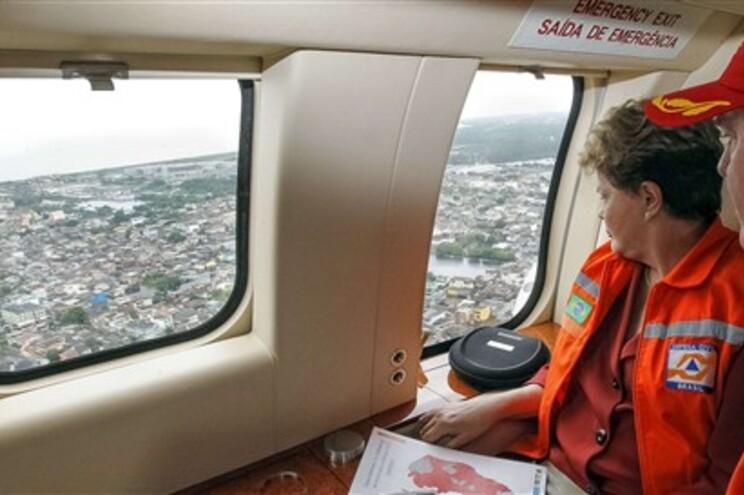 A presidente do Brasil, Dilma Rousseff, fez uma visita aos locais mais afetados pelo mau tempo