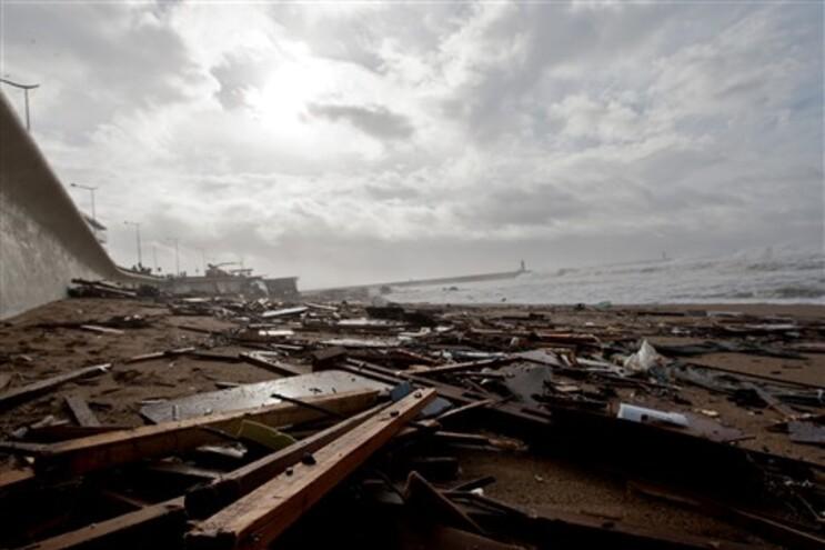 Destroços do restaurente Shis, no Porto