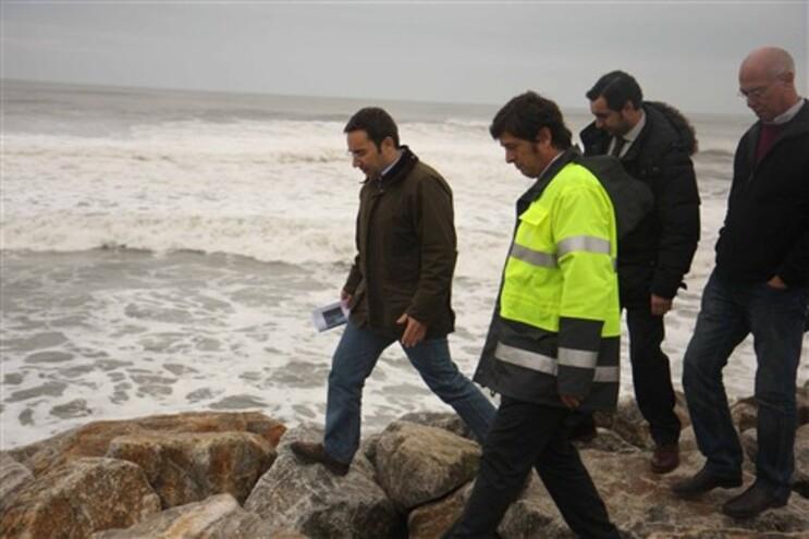 Ministro em visita à zona costeira de Ovar