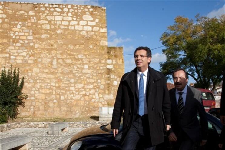 """Líder socialista afirmou que os portugueses """"têm que ter presente que este Governo diz que vai aplicar"""
