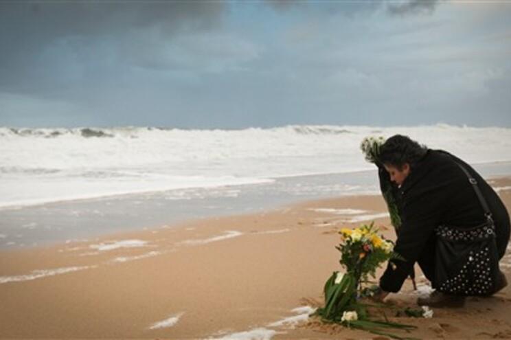 Homenagem aos seis jovens que morreram na praia do Meco, em janeiro, iniciativa  de António Soares e