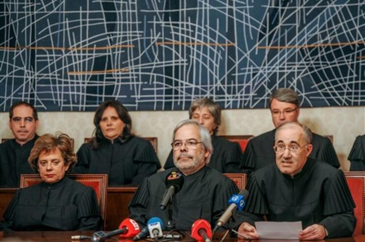 """Constitucional anunciou que """"julgou não verificadas a constitucionalidade e a legalidade do referendo"""