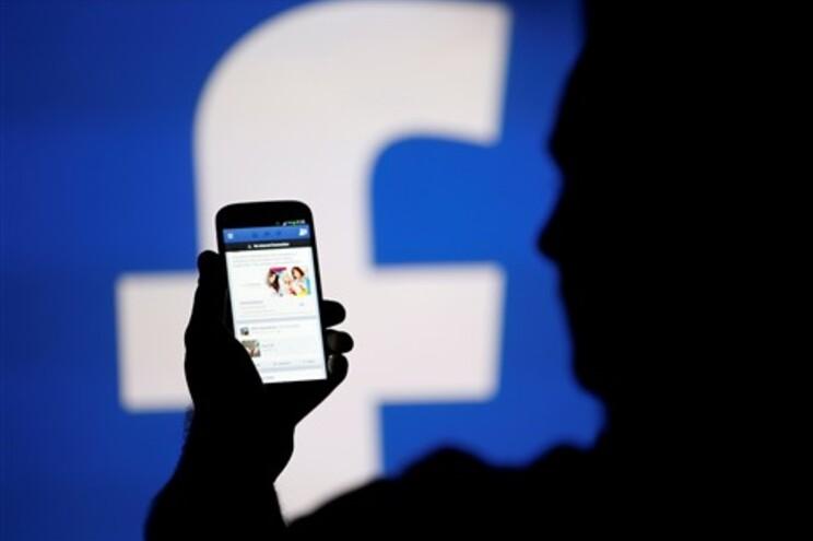 Facebook compra aplicação de mensagens WhatsApp
