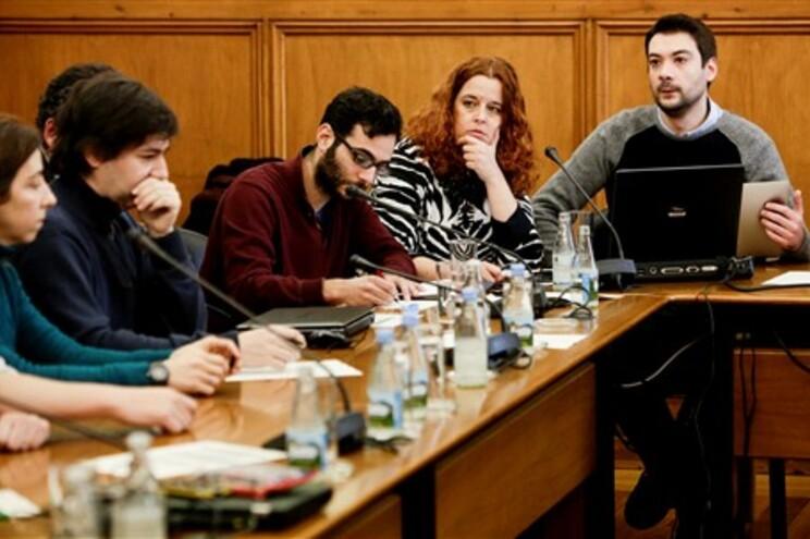 Representantes de investigadores e bolseiros estiveram no Parlamento