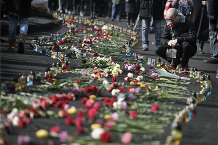 Homenagens aos que morreram em Kiev
