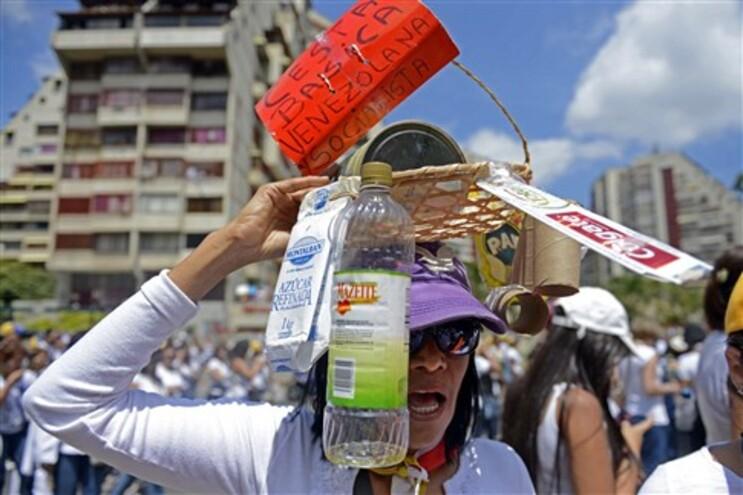 Protesto da população contra a escassez de produtos básicos