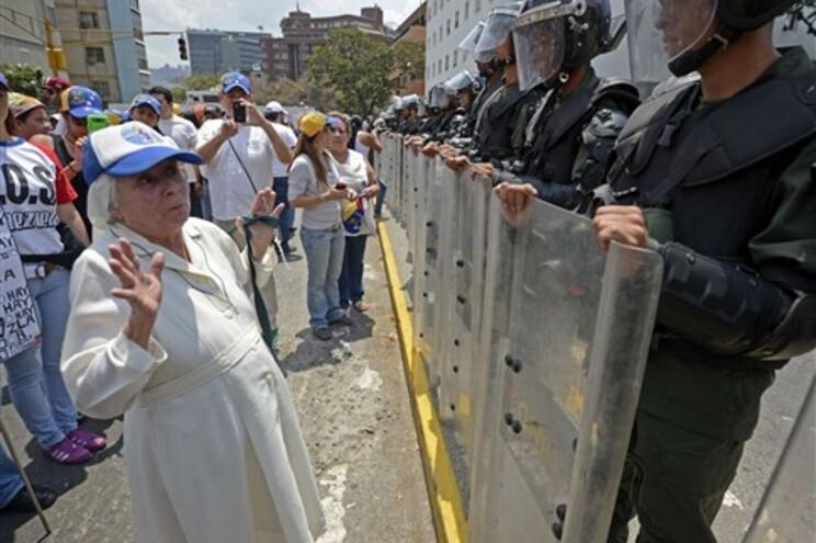 Milhares de opositores manifestaram-se, este sábado, em Caracas