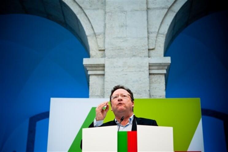 """Assis afirma que o PS não faz """"promessas irresponsáveis"""""""