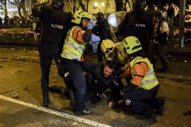 Polícia efetuou 34 detenções, incluindo de três menores