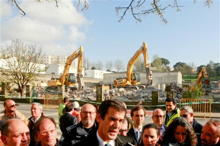 Câmara estima que o processo de demolições destes edifícios fique concluído até sexta-feira