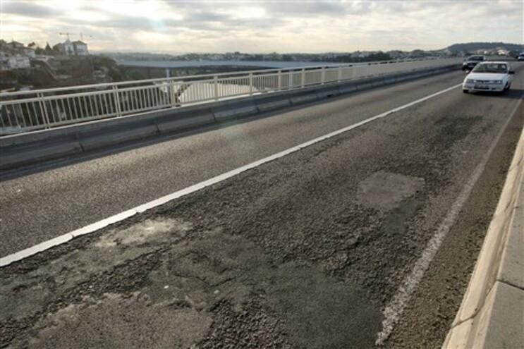 Ponte do Infante está desde 2011 sem manutenção