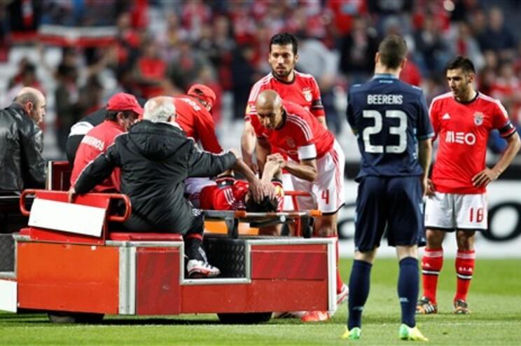 Silvio lesionou-se no início do jogo frente ao AZ Alkmaar