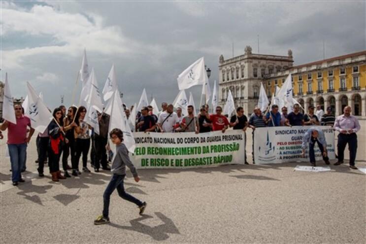 Guardas prisionais  em frente ao Ministério da Justiça, em Lisboa, para denunciar a falta de condições