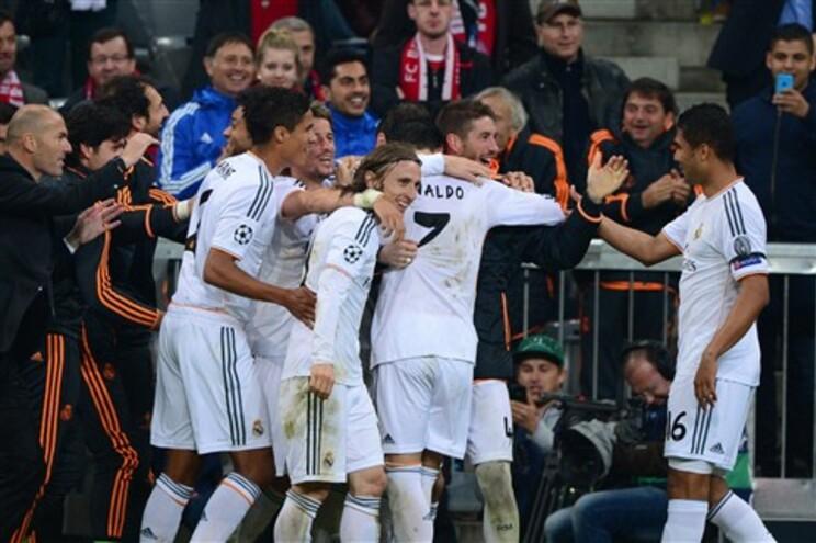 """Real Madrid na final da Liga dos Campeões com """"bis"""" de Ronaldo"""