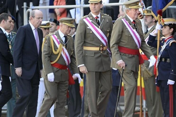 """Rei e sucessor juntos em """"momento histórico"""""""