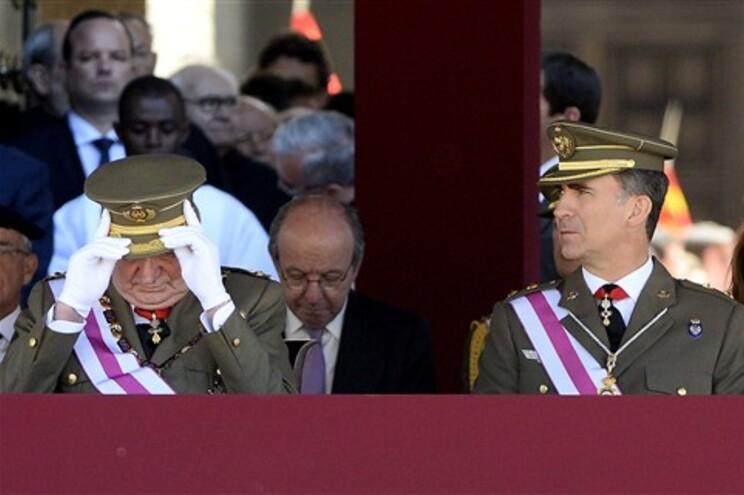 Juan Carlos e Felipe juntos, esta terça-feira de manhã, numa cerimónia oficial