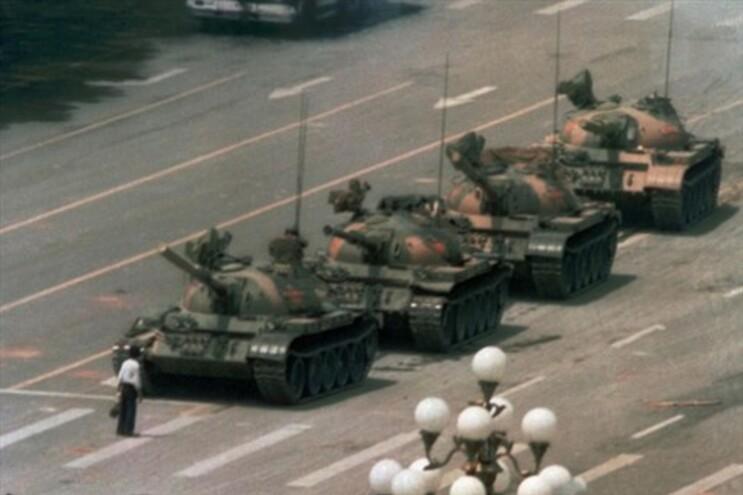 """Fotógrafo do """"homem tanque"""" ainda se questiona sobre o seu destino"""