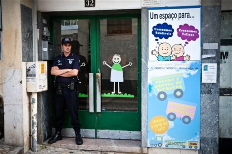 Infantário de Queluz espera resultados da autópsia a bebé e nega contactos da PJ
