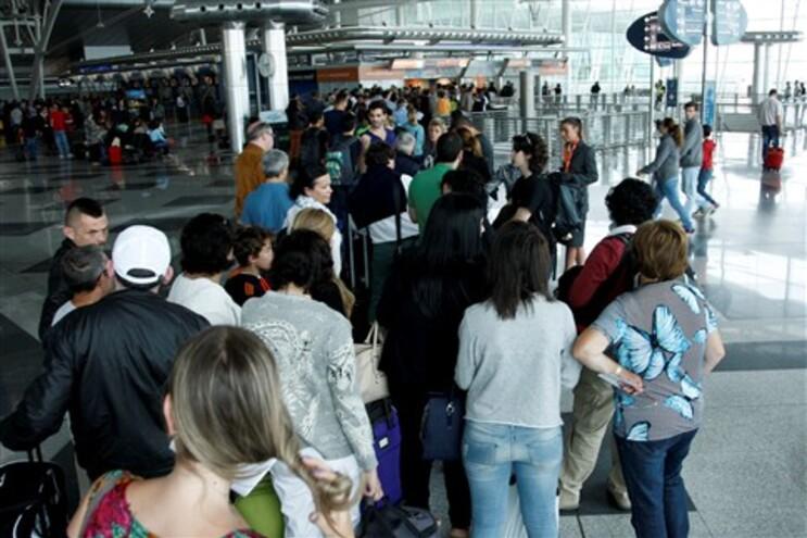 Fila no aeroporto Sá Carneiro