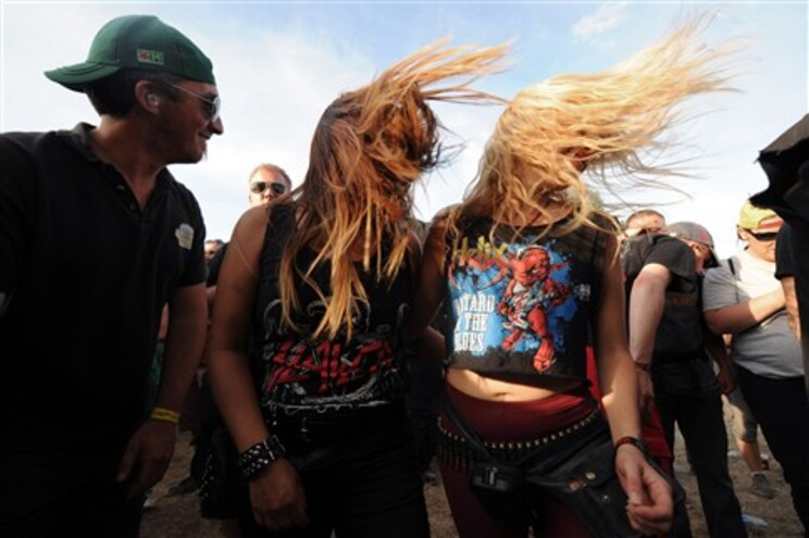 """Movimentos de cabeça associados ao """"heavy metal"""" podem causar danos cerebrais"""