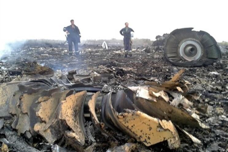 Destroços do avião em território ucraniano