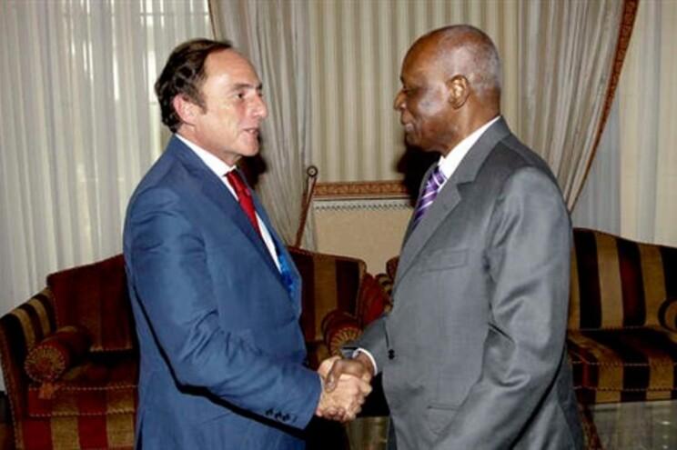 O vice-primeiro-ministro português, Paulo Portas recebido pelo presidente da República de Angola, José