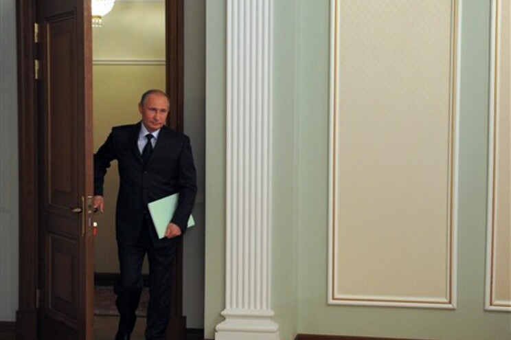 Kremlin responde às sanções impostas pela UE e EUA