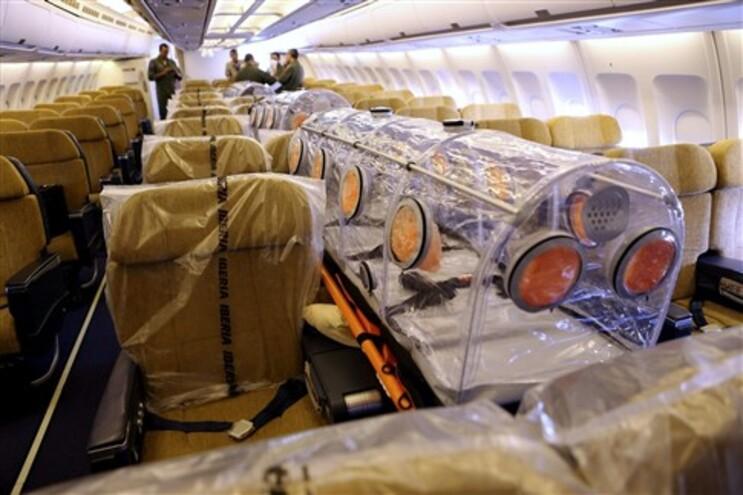 O avião foi preparado para trazer os doentes e evitar contágio com a tripulação
