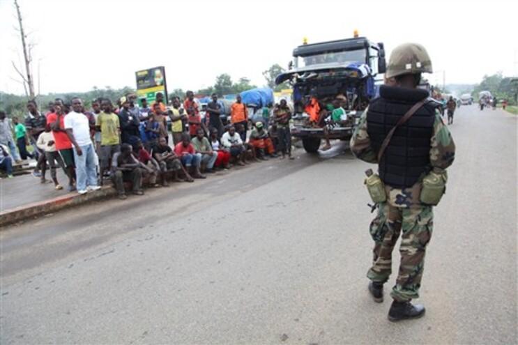 A Libéria e a Serra Leoa, sob estado de emergência, colocaram de quarentena três cidades da zona contaminada