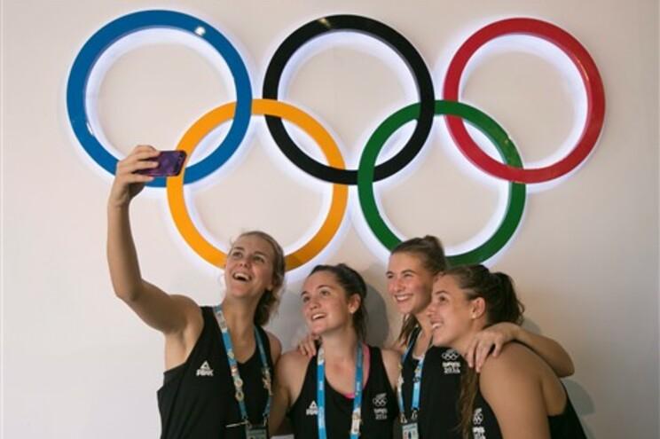 Mais de 3.700 atletas, com idades entre os 15 e os 18 anos, participam no evento