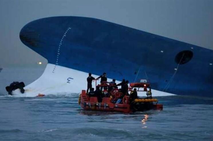 """""""Sewol"""" naufragou a 16 de abril com 476 pessoas a bordo"""