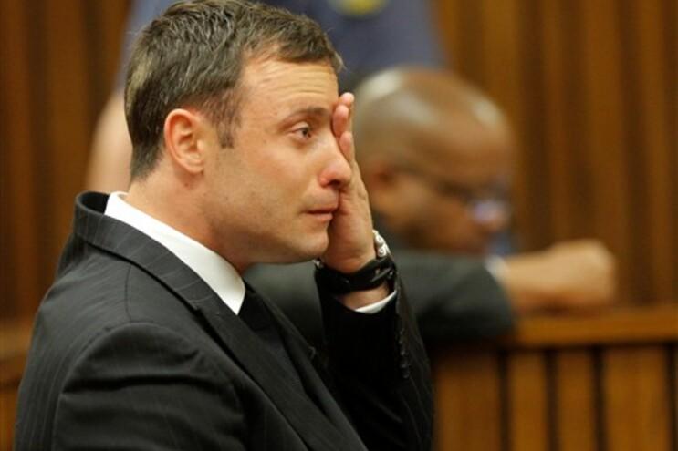 Oscar Pistorius começou a chorara de forma compulsiva durante a leitura do julgamento