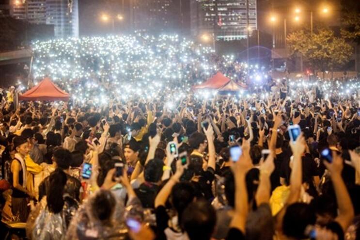 Milhares juntaram-se para mais uma noite de protestos