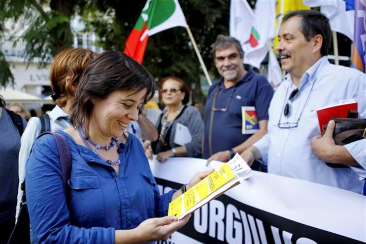 Catarina Martins, do Bloco de Esquerda, com o secretário-geral da Fenprof, Mário Nogueira