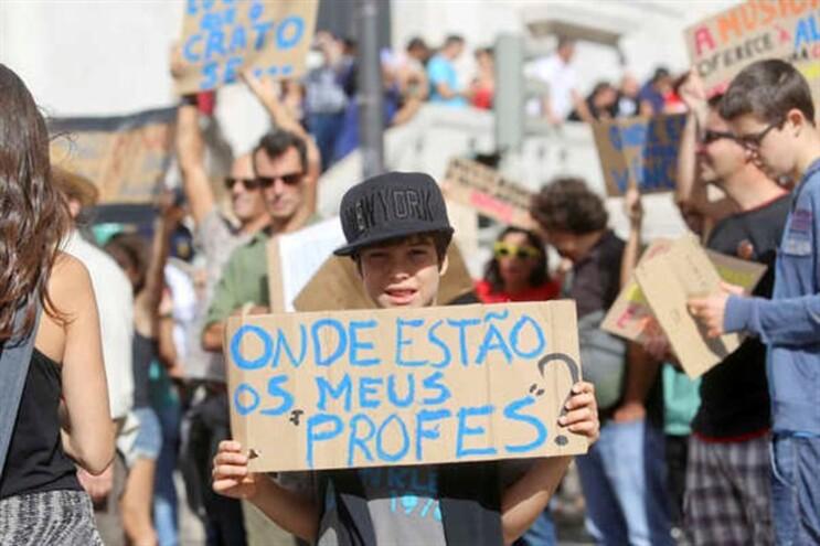 Manifestação, domingo, por ocasião do Dia Mundial do Professor