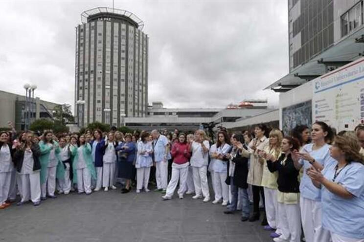 Profissionais de saúde do Hospital La Paz exigiram demissão da ministra da Saúde