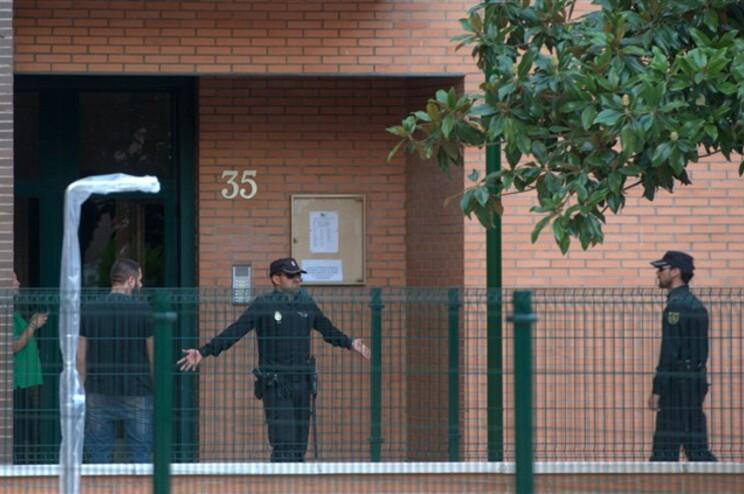 Polícia vigia entrada da casa de Teresa desde o dia enm que foi internada
