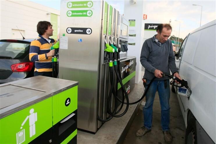 Preço da gasolina com descida histórica superior a seis cêntimos
