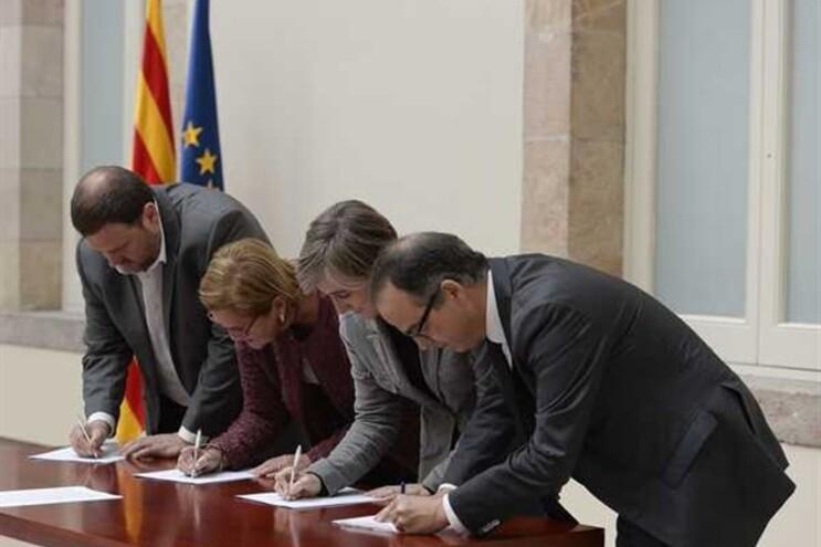 Políticos assinam denúncia internacional contra os bloqueios à consulta sobre a independência