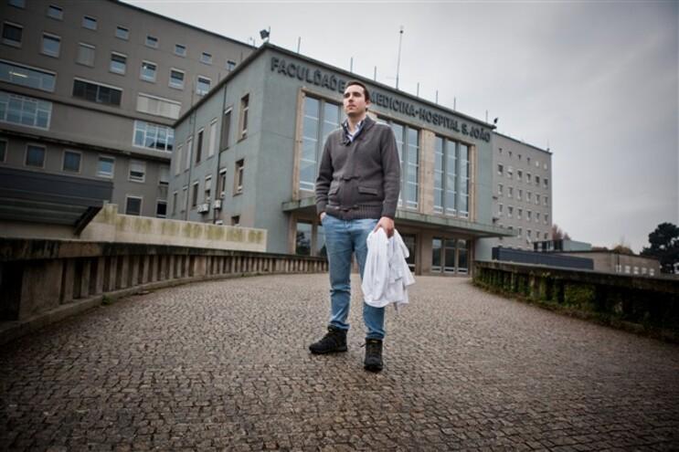 Miguel Teixeira acabou o curso de Medicina em agosto e está à procura de trabalho na Alemanha