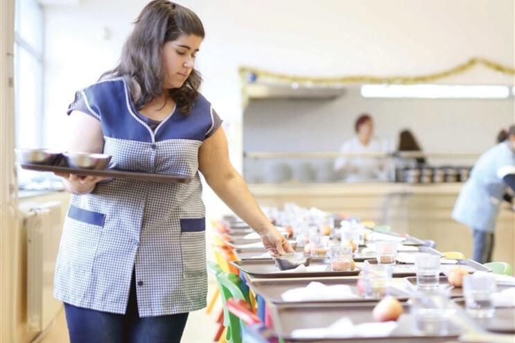 Sintra e Viseu abrem refeitórios escolares a familiares diretos.Câmaras reforçam ajuda a crianças carenciadas