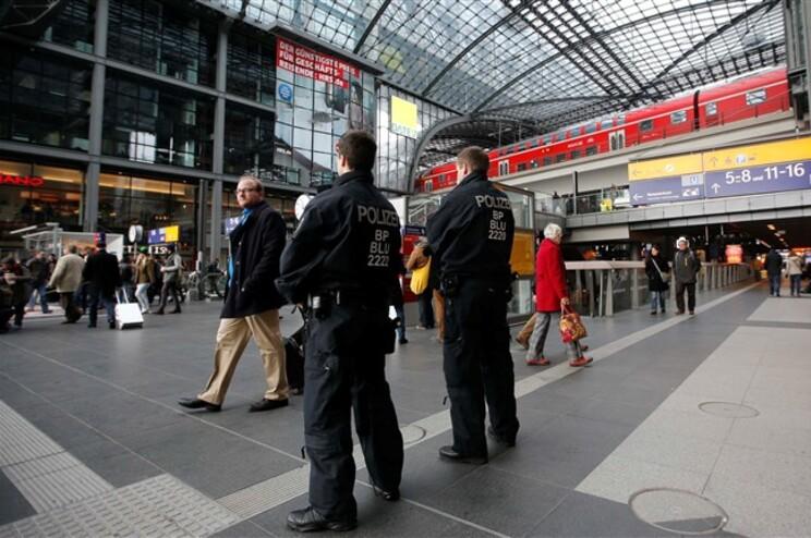 Alemanha reforçou vigilância polícia em pontos considerados sensíveis